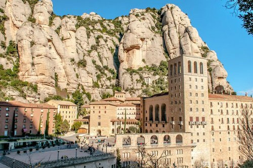 Montserrat Tour with Lunch and Gourmet Wine Tasting (Private Tour Optional)